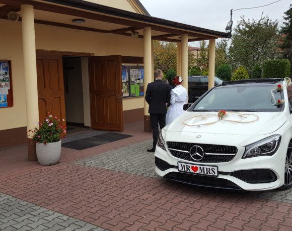 Nowożeńcy gotowi na ślub - Mercedes także !