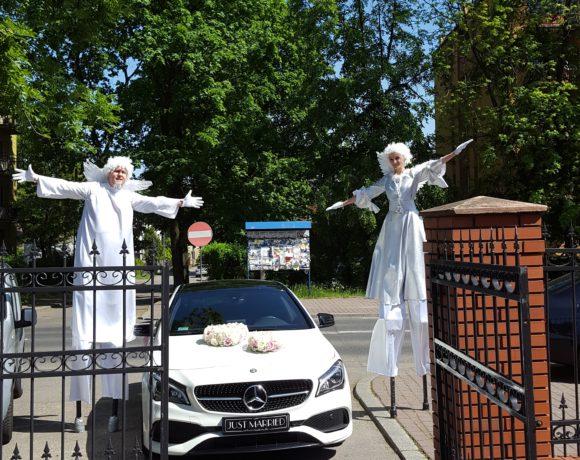 Anioły na szczudłach i Mercedes w Katowicach