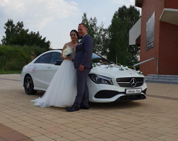 Państwo Młodzi i Mercedes w Katowicach