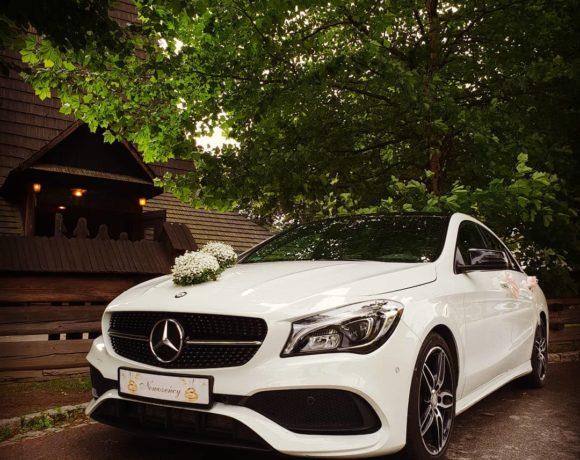 Mercedes w oczekiwaniu na Młodą Parę