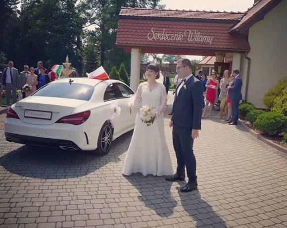 Nowożeńcy przed salą w Rybniku