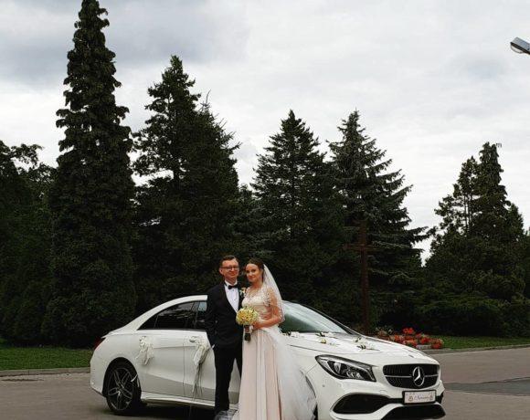 Mercedes na sesji z nowożeńcami