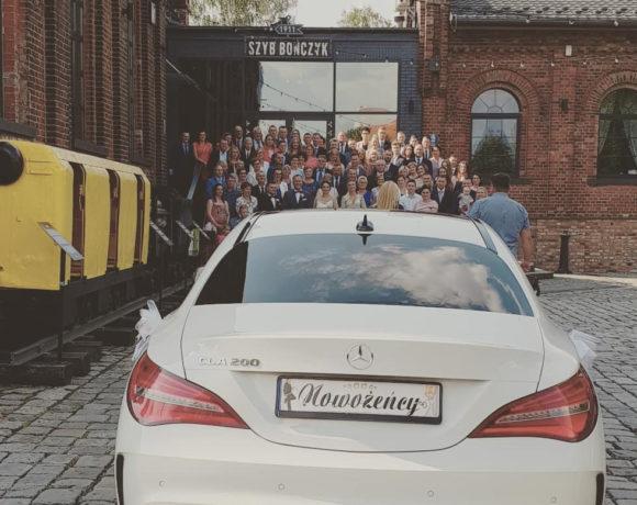Mercedes przed salą weselną Szyb Bończyk