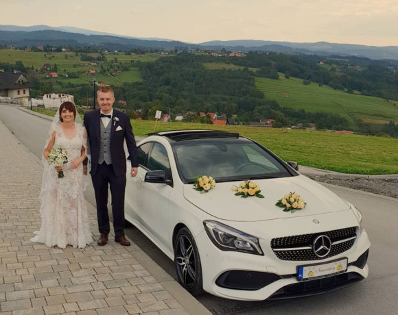 Górskie ujęcia Młodej Pary i samochodu do ślubu