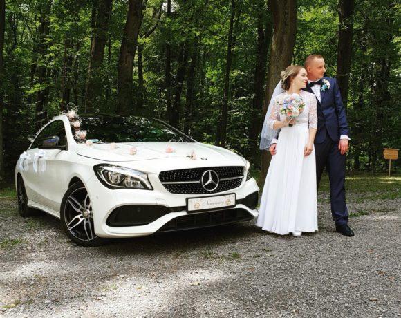 Plener z samochodem ślubnym